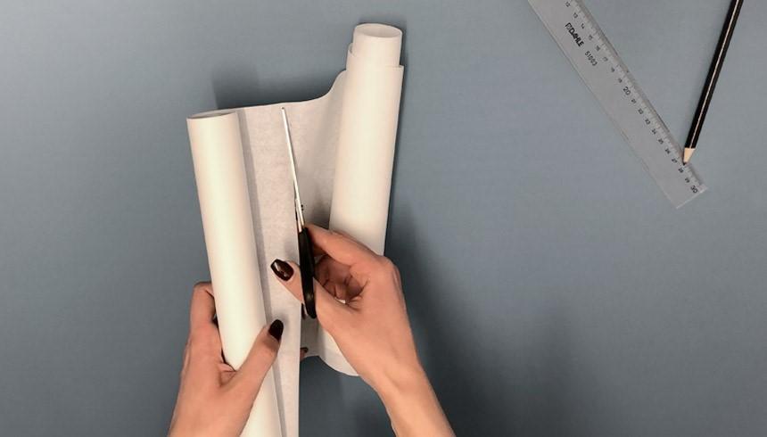 Het Toppits® boterhampapier wordt afgeknipt op de gewenste breedte