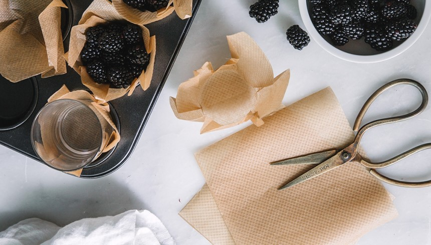 Zo maak je van Toppits® bakpapier leuke muffinvormpjes.