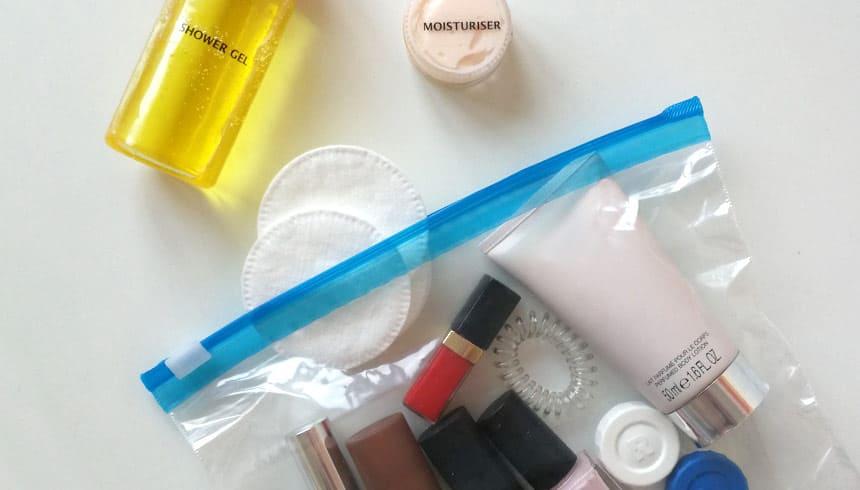Cosmeticaproducten ook in het vliegtuig veilig meenemen met Zipper® zakjes