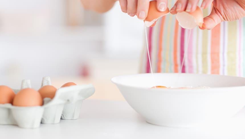 Deeg maken voor de Stable Muffin-vormpjes van Toppits®.