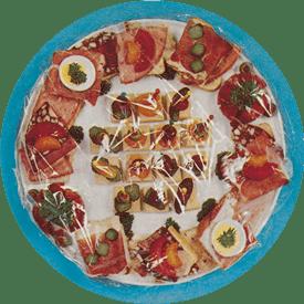Etenswaren bedekt met vershoudfolie